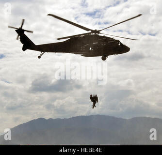 A U.S. Army flight medic assigned to the 1st Battalion, 228th Aviation Regiment, Joint Task Force-Bravo conducts - Stock Photo