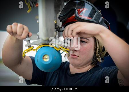 U.S. Navy Seaman Bailea Tidwell, an aviation ordnance technician from VFA-106 Oceana Naval Air Station, Va., prepares - Stock Photo