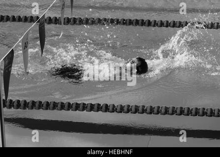160507-F-WU507-005: British Army sapper Ryan Seary (Ret.), Team UK, powers through an Olympic size pool during a - Stock Photo