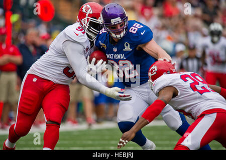 Minnesota Vikings tight end, Kyle Rudolph fight off defenders during the second quarter of the 2013 National Football - Stock Photo