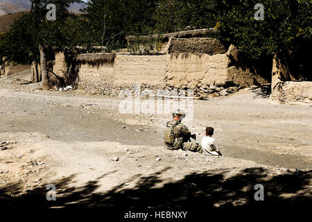 U.S. Army Staff Sgt. Patrick Reynolds, Security Forces squad leader attached to Provincial Reconstruction Team Zabul, - Stock Photo