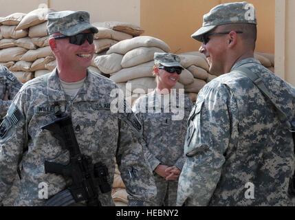 U.S. Army Staff Sgt. Brian Willette (left), Foxtrot Company, 1st Battalion, 102nd Infantry Regiment, 1st Brigade - Stock Photo