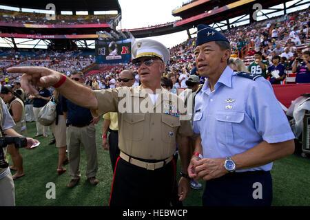 Marine Corps Lt. Gen. Thomas L. Conant, U.S. Pacific Command deputy commander, and Air Force Maj. Gen. Darryll Wong, - Stock Photo