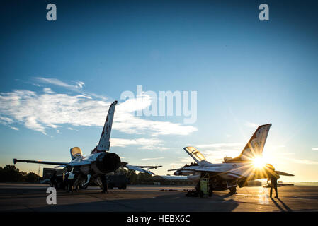 Thunderbirds maintenance professionals prepare the F-16s for a practice show, at Dobbins Air Reserve Base, Ga., - Stock Photo
