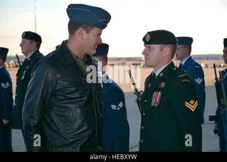 Lt. Gen. Mike Hood, commander of the Royal Canadian Air Force, talks briefly with Master Cpl. Damien Hocquard, a - Stock Photo