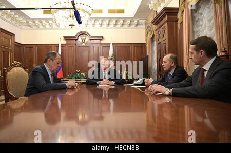 Moscow, Russia. 19th Dec, 2016. Russian President Vladimir Putin holds an emergency meeting with Security Officials - Stock Photo