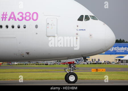 The Airbus A380 F-WWDD displayed its impressive maneuverability at the Farnborough Airshow - Stock Photo