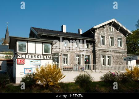 Deutschland, Nordrhein-Westfalen, Kreis Euskirchen, Nettersheim, Bahnhof - Stock Photo