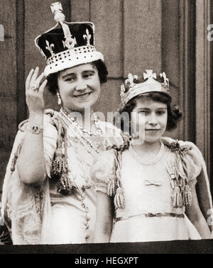 Queen Elizabeth on the day of her coronation in 1936 with her daughter Princess Elizabeth on the balcony of Buckingham - Stock Photo