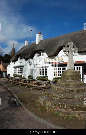 The Bird in Hand a 15th century thatched pub in Austrey, Warwckshire - Stock Photo