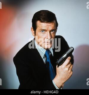 ROGER MOORE JAMES BOND: THE MAN WITH THE GOLDEN GUN (1974) - Stock Photo