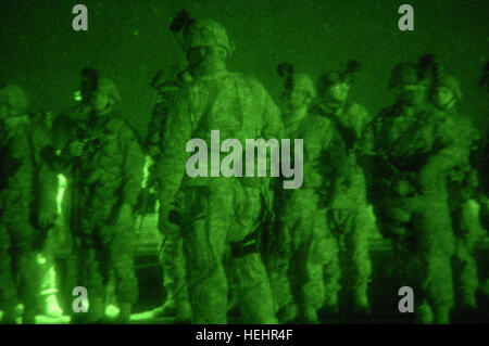 U.S. Army Soldiers from the New Hampshire National Guard, 237th Military Police, conduct a safety briefing during - Stock Photo