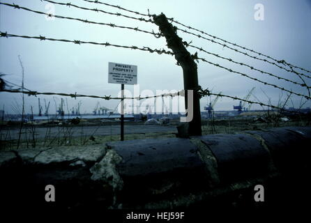 AJAXNETPHOTO. 1987. HEBBURN-ON-TYNE, ENGLAND. - KEEP OUT! - VIEW OF OLD SHIPYARD SITE FROM WAGONWAY ROAD.  PHOTO:JONATHAN - Stock Photo