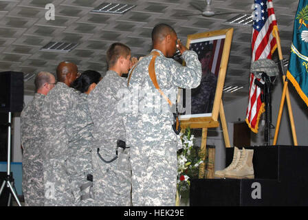 Soldiers of Special Troops Battalion, 4th Brigade Combat Team, 1st Armored Division, salute a display dedicated - Stock Photo