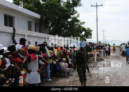 Argentinean members of the U.N. security force in Haiti provide security, June 17, outside the Desdunes medical - Stock Photo