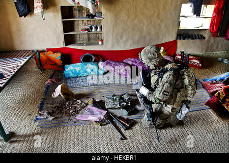 U.S. Army Soldier Staff Sgt. Jess Mckinney of Claremore Oklahoma, with the Focused Tactical Force Company, 1st Battalion, - Stock Photo