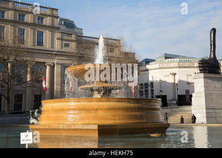 London, UK. 22nd Dec, 2016. Weather. Blue skies over London  © Keith Larby/Alamy Live News - Stock Photo