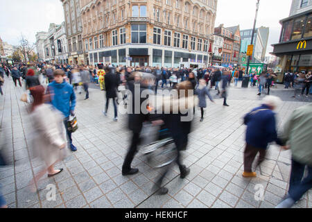 Liverpool One, Merseyside, UK. 22nd Dec 2016.  Christmas shoppers were out in force at the 'Liverpool One' shopping - Stock Photo