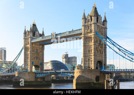 Tower Bridge, London, UK. 22nd Dec, 2016. The bridge in glorious sunshine as the first vehicles slowly cross the - Stock Photo