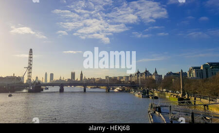 London, UK. 22nd Dec, 2016. View of London Eye on a crisp and sunny winter day with blue skies over London in the - Stock Photo