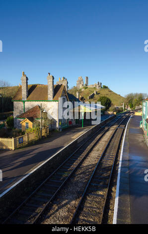 Corfe Castle, Dorset, UK.  22nd December 2016.  UK Weather.  Corfe Castle station in Dorset on the restored Swanage Railway basking under clear sunny blue skies.  The footbridge across the tracks is a perfect vantage point to view the ruins of the castle which give the village its name.  Picture: Graham Hunt/Alamy Live News