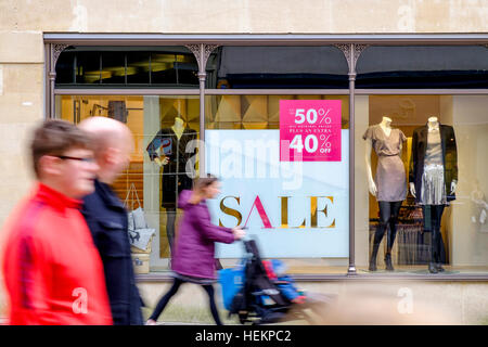 Bath, UK. 23rd Dec, 2016. With only two days left until Christmas day crowds of shoppers doing last minute christmas - Stock Photo