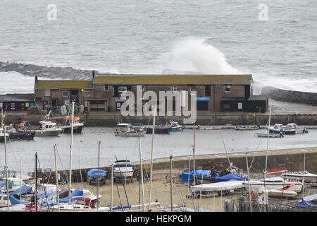 Lyme Regis, Dorset, UK. 23rd Dec, 2016. Weather. Large waves crash against the historic Cobb Harbour wall at Lyme - Stock Photo