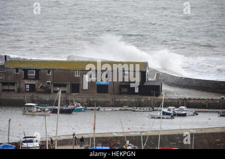 Lyme Regis, Dorset, UK. 23rd Dec, 2016. Weather. Large waves crash against the historic Cobb Harbour wall at Lyme - Stock Photo