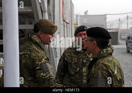 British Gen. Sir David J. Richards, chief of the Defense Staff, is greeted by Maj. Justin Hughes, Regional Command - Stock Photo