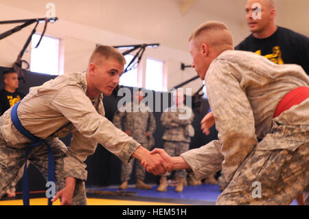 Spc. Julian Batz (left), a cavalry scout with Nevada Army National Guard K Troop, 1st Squadron, 221st Cavalry Regiment, - Stock Photo