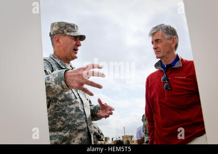 Brig. Gen. Randal Dragon, commander of Brigade Modernization Command, briefs Secretary John McHugh, the 21st secretary - Stock Photo