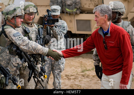 Secretary John McHugh, the 21st secretary of the Army, shakes the hand of a 2nd Heavy Brigade Combat Team, 1st Armored - Stock Photo