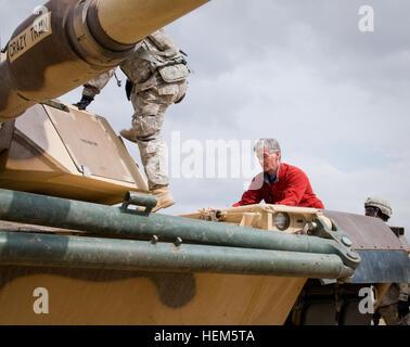 Secretary John McHugh, the 21st secretary of the Army, climbs onto an Abrams Tank, while visiting 2nd Heavy Brigade - Stock Photo
