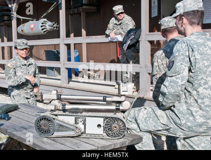 First Lt. Janill Castillo, a native of Bronx, N.Y., supervises training at the EOD detachment on Camp Bondsteel - Stock Photo
