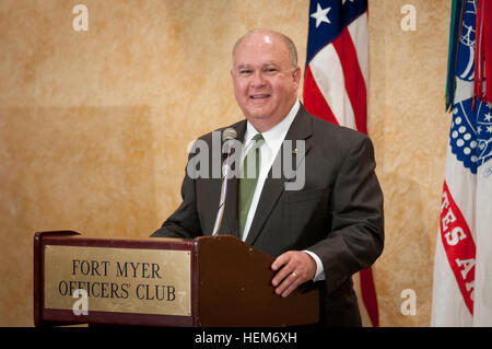 Under Secretary of the Army Joseph W. Westphal pays homage to World War II veterans during a reception in honor - Stock Photo