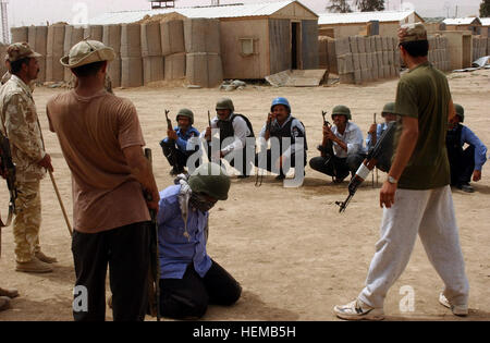 Iraqi army soldiers train Iraqi police officers at Camp Hero in Ramadi, Iraq, May 3. An Iraqi army soldier dressed - Stock Photo