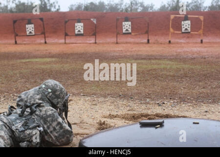 An Army reservist with the 362nd Quartermaster Battalion, 143rd Expeditionary Support Command fires his M16A2 service - Stock Photo