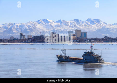U.S. Army Vessel Malvern Hill (LCU 2025), with soldiers from the 481st Transportation Company (Heavy Boat) as crew, - Stock Photo