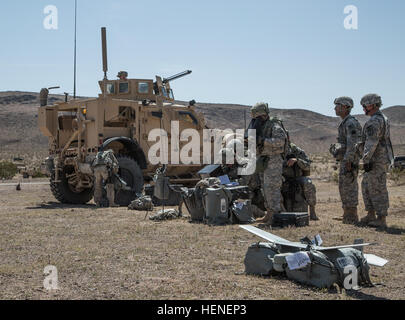 FORT IRWIN, Calif. - U.S. Army Soldiers, assigned to 977th Military Police Company, 97th Military Police Battalion, - Stock Photo