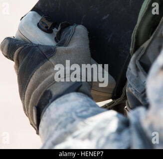 A U.S. Army Soldier, assigned to 977th Military Police Company, 97th Military Police Battalion, 1st Infantry Division, - Stock Photo