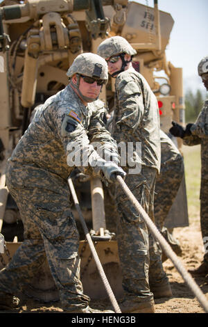 An U S Army Palletized Load System M1076 Is Pulled From A Submersion Stock Photo Alamy