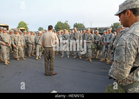 'Bonecrusher' Soldiers from Troop B, 3rd Squadron, 1st Cavalry Regiment, receive a brief, July 23, after arriving - Stock Photo