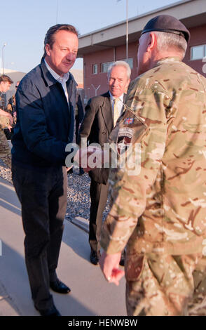 British army Maj. Gen. Richard Nugee, International Security Assistance Force Joint Command chief of staff (right), - Stock Photo