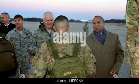 Approximately 160 Soldiers from the 379th Engineer Company, Massachusetts Army National Guard, are welcomed by Massachusetts - Stock Photo