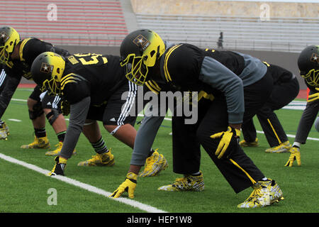U.S. Army All-American Bowl East team offensive linemen prepare for a snap during drill, New Year's Day at Alamo - Stock Photo