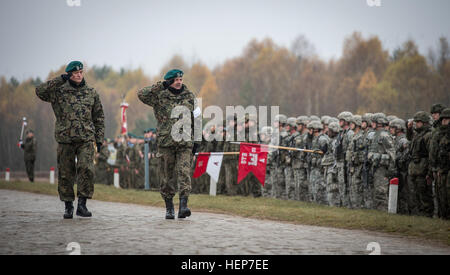 Polish army Brig. Gen. Andrzej Tuz (right), commander, 12th Mechanized Brigade and director, land forces component - Stock Photo