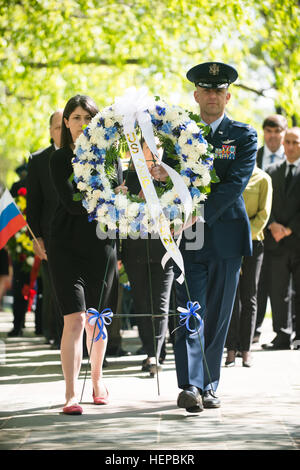 State Department representatives lay a wreath during a ceremony by The Spirit of the Elbe marker in Section 7A of - Stock Photo