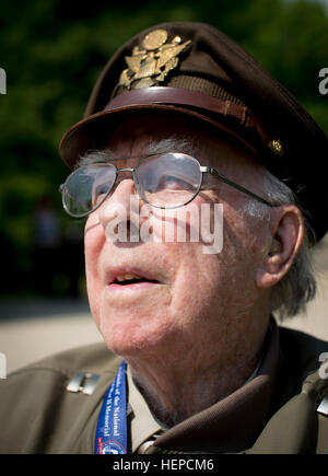 Former Capt. Bernie Dupuis who joined the Army Air Corps at 18 in 1944 attends the historic aircraft sweep over - Stock Photo