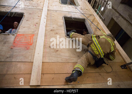 An Arlington County firefighter rappels from a mock building within the Alexandria Waste Water Treatment Facility - Stock Photo