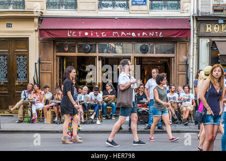street scene in front of cafe l´etoile manquante - Stock Photo